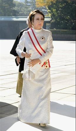 叙勲式での正礼装(ロングドレス)について