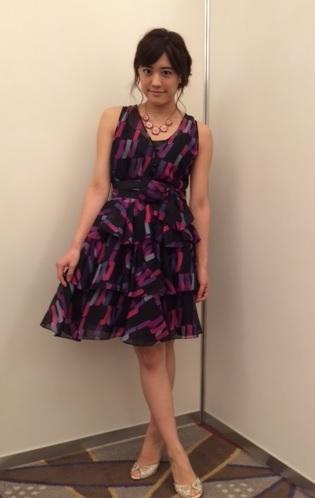 紫のドレスが綺麗な福田沙紀